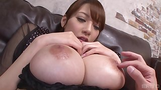 Shion Utsunomiya's cunt ravished by a couple of buzzing toys